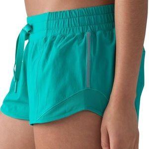 Lulu Lemon Hotty Hot shorts 2.5 length Size 4